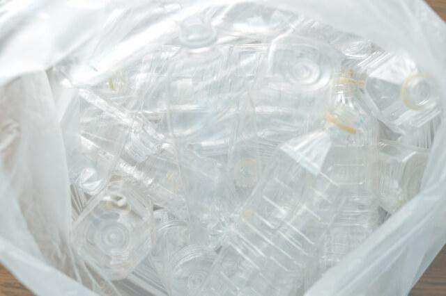 ペットボトルは何で作られる?リサイクルは可能?
