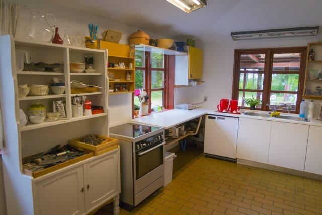 【食器棚の処分方法】食器棚を処分する時のポイントを知っておこう!