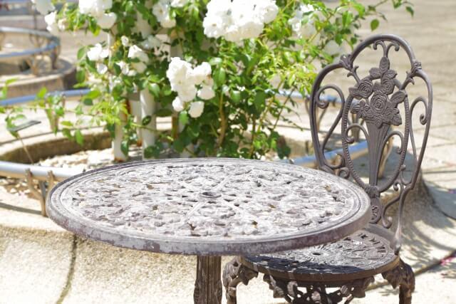 【ガーデンテーブルの種類】テーブルやチェアの種類